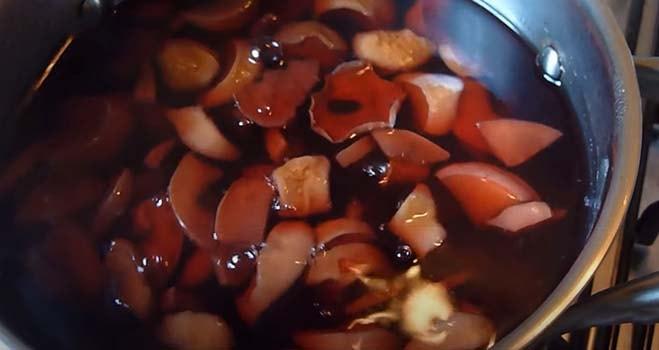 компот-из-жимолости-и-яблок-3