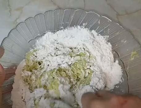 оладьи-из-кабачков-с-сыром-и-чесноком-4