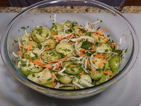 острый-салат-из-зеленых-помидоров-с-морковью-2