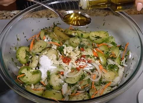 острый-салат-из-зеленых-помидоров-с-морковью-4