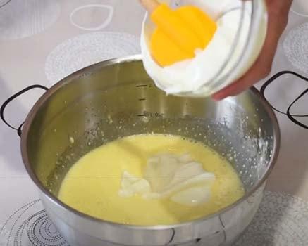 пирог-с-вишней-и-творогом-со-сметанной-заливкой-8