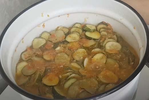 салат-из-огурцов-с-помидорами-6