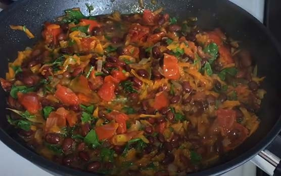 салат-из-помидоров-и-фасоли-4