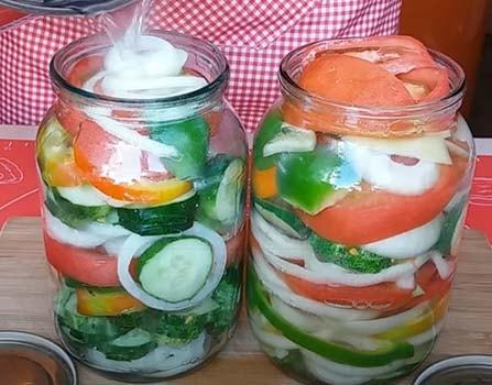 салат-из-помидоров-перца-лука-3