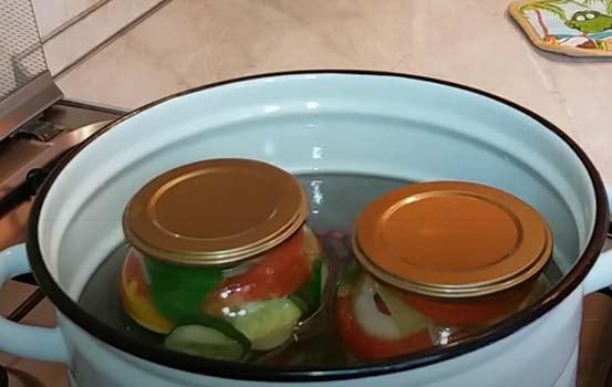 салат-из-помидоров-перца-лука-4