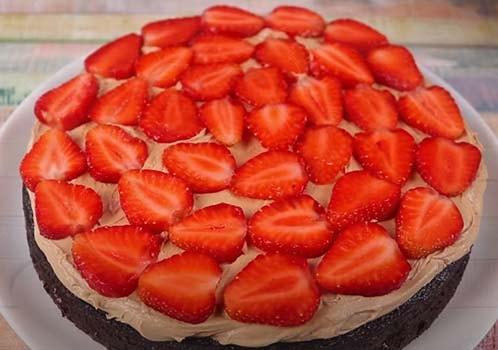 шоколадно-клубничный-торт-10