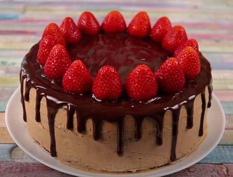 шоколадно-клубничный-торт-13