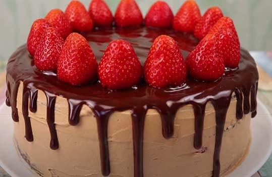 шоколадно-клубничный-торт-14