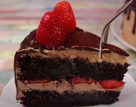 шоколадно-клубничный-торт-17