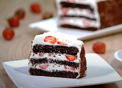 шоколадный-торт-с-клубникой-10