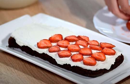 шоколадный-торт-с-клубникой-4