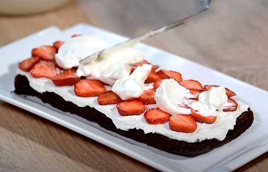 шоколадный-торт-с-клубникой-5
