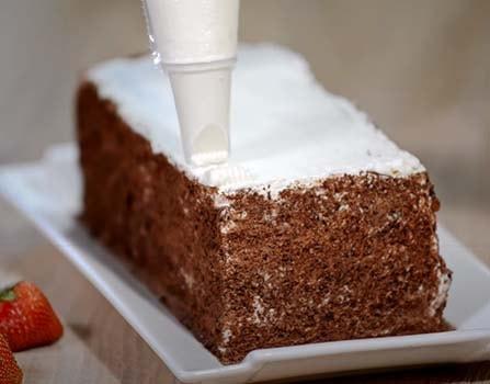 шоколадный-торт-с-клубникой-7