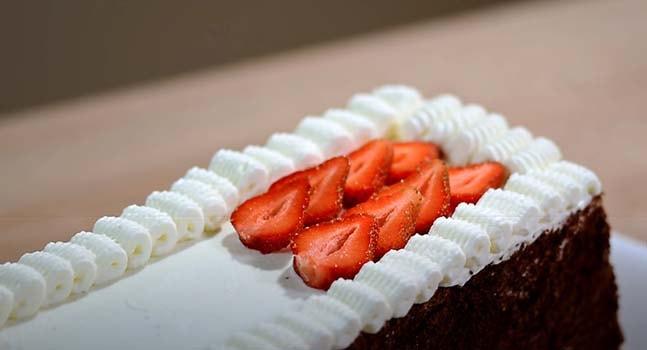 шоколадный-торт-с-клубникой-8