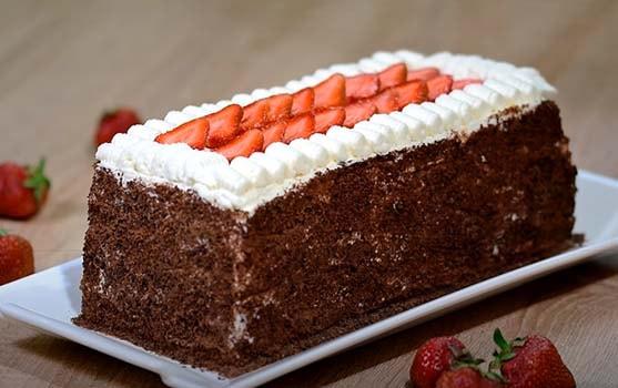шоколадный-торт-с-клубникой-9
