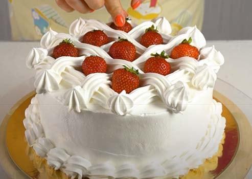творожный-торт-с-клубникой-без-выпечки-21
