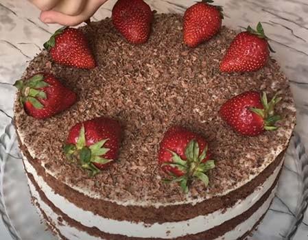 торт-с-клубникой-и-шоколадом-21