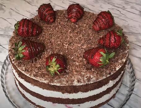 торт-с-клубникой-и-шоколадом-22