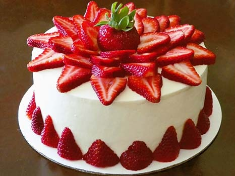 торт-с-клубникой