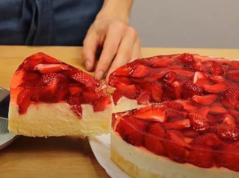 торт-с-заварным-кремом-и-клубникой-20