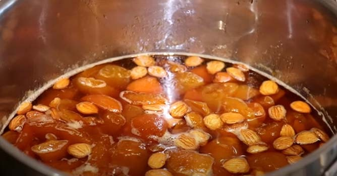 варенье-из-абрикосов-с-ядрышками-8