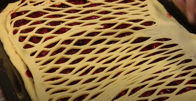 вишневый-пирог-дрожжевой-6