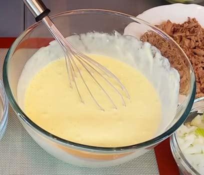 пирог-с-капустой-и-консервированной-рыбой-2