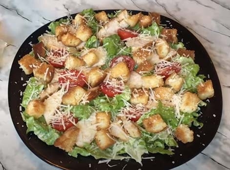 salat-cezar-s-kuricej-klassicheskij-11