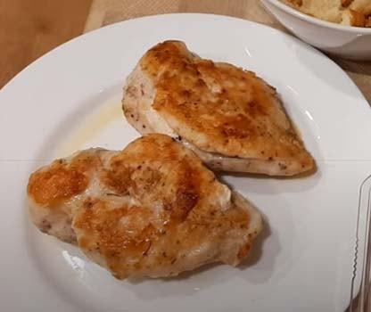 салат-цезарь-с-жареной-курицей-5