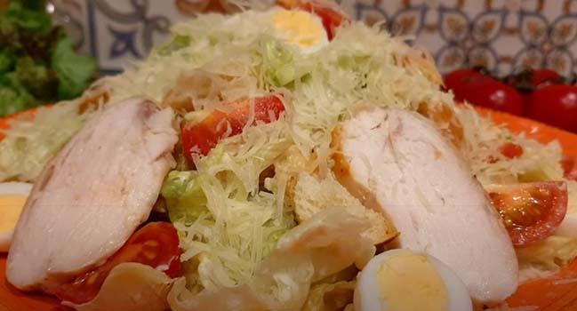 салат-цезарь-с-жареной-курицей-9