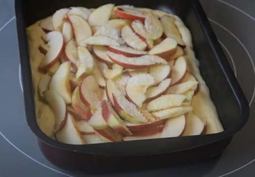 яблочный-пирог-из-дрожжевого-теста-10