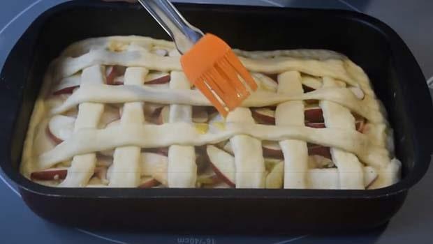 яблочный-пирог-из-дрожжевого-теста-12