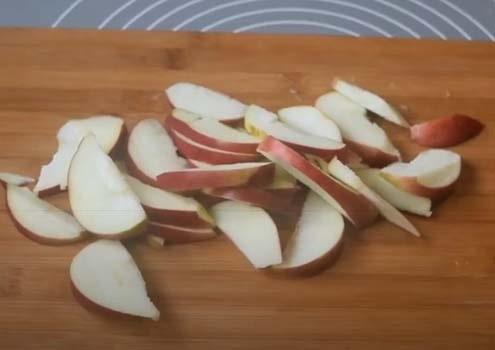 яблочный-пирог-из-дрожжевого-теста-8