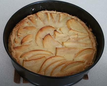 заливной-яблочный-пирог-10