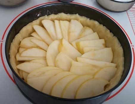 заливной-яблочный-пирог-6