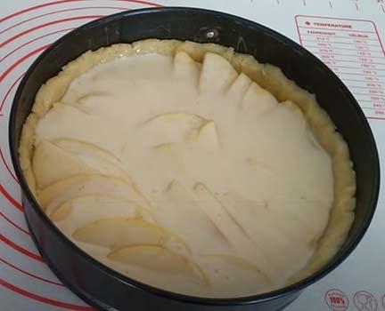 заливной-яблочный-пирог-9