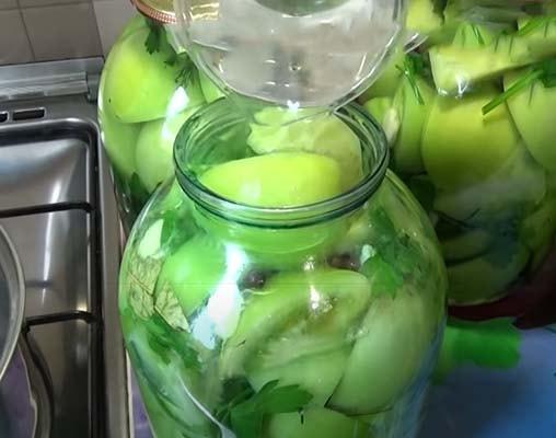 зеленые-маринованные-помидоры-с-чесноком-3