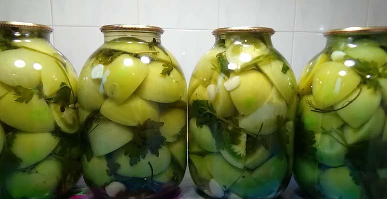 зеленые-маринованные-помидоры-с-чесноком-8