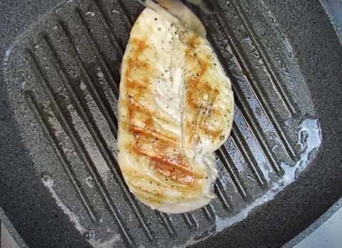салат-из-куриной-грудки-с-кукурузой-и-сухариками-2