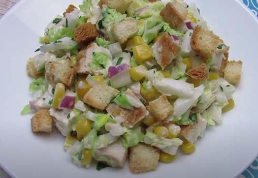 салат-из-куриной-грудки-с-кукурузой-и-сухариками-6
