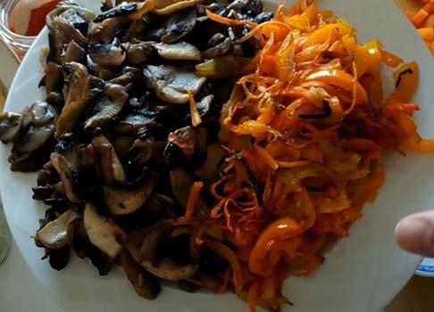салат-из-куриных-сердец-и-грибов-3