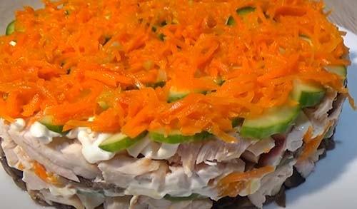 салат-обжорка-с-копченой-курицей-и-грибами-8