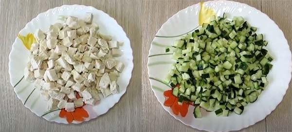 салат-обжорка-с-курицей-и-сухариками-2