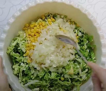 салат-с-куриной-грудкой-и-кукурузой-13