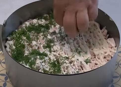 слоеный-салат-обжорка-с-курицей-4