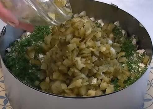 слоеный-салат-обжорка-с-курицей-5