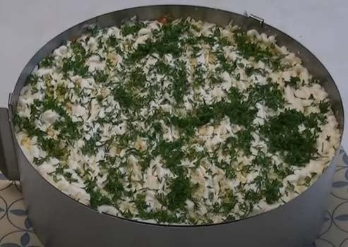 слоеный-салат-обжорка-с-курицей-8