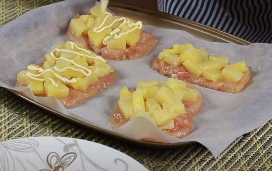 запеченная-курица-с-ананасами-сыром-в-духовке-4