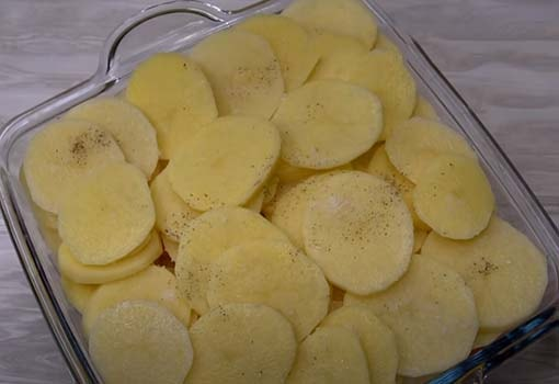 картофельная-запеканка-с-курицей-в-духовке-4