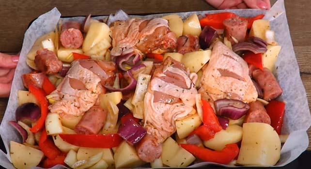 курица-кусочками-с-картошкой-в-духовке-4